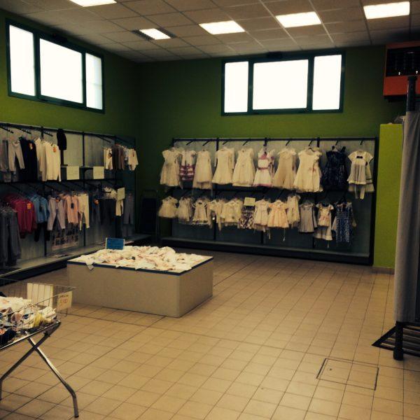 Scaffalature usate per negozio di abbigliamento - Shop metal shelves S.G.A. Srl